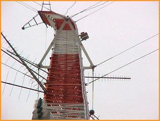 Gin pole antenna tower